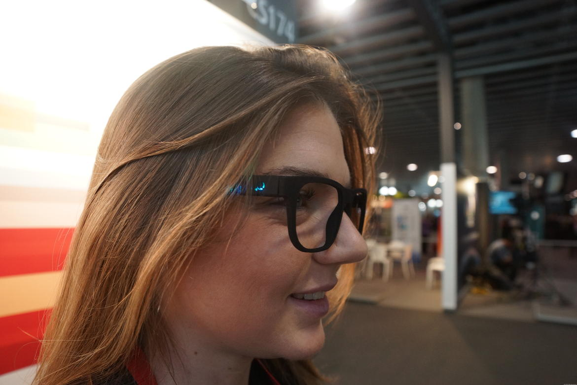 A woman with the WeOn Glasses on